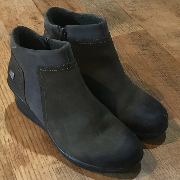 31d7ce8c19a Keen Shoes - Keen women s wedge zip shoe